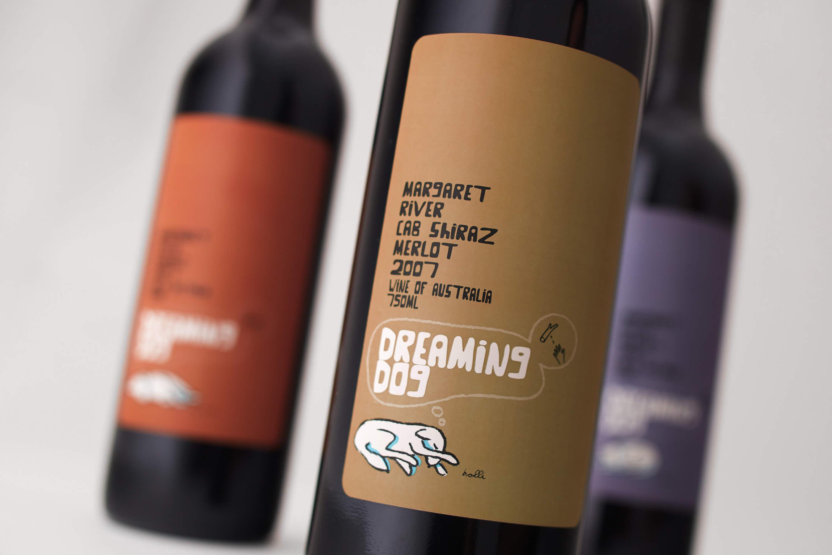 dreaming_dog_wine_bottle_design_closeup