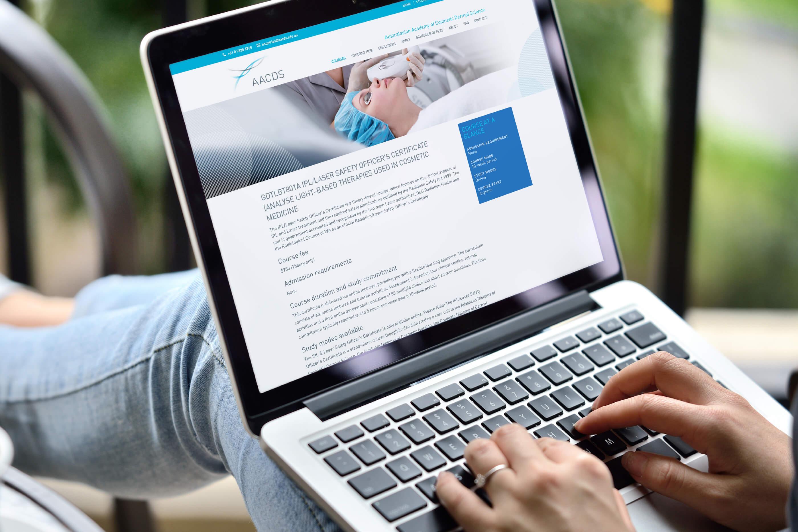 aacds_web_laptop